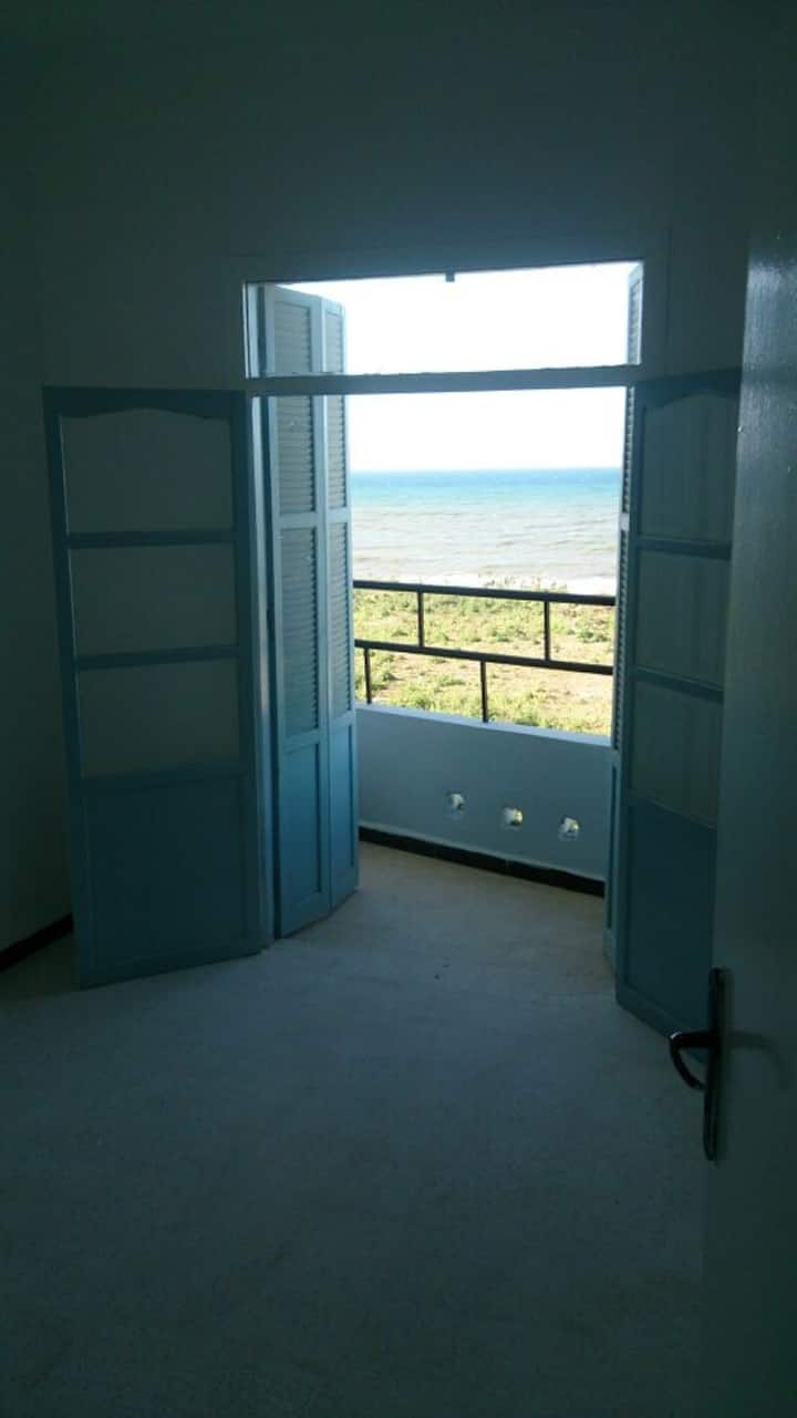 Spacious Seaview Apartment