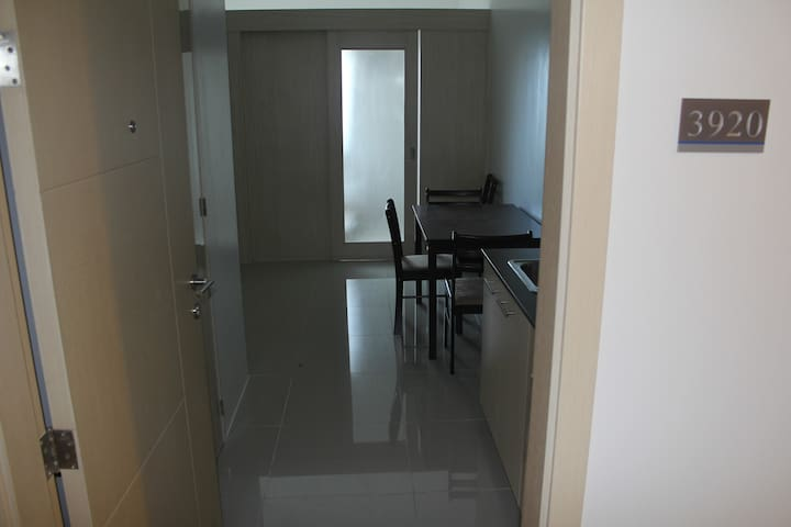 Comfortable/Clean 1 Bedroom Sm Blue
