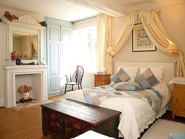 Clos de la Rose: double/triple room - Saint-Cyr-sur-Morin - Bed & Breakfast