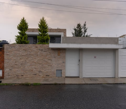 Modern House, 5 minutes from airport.