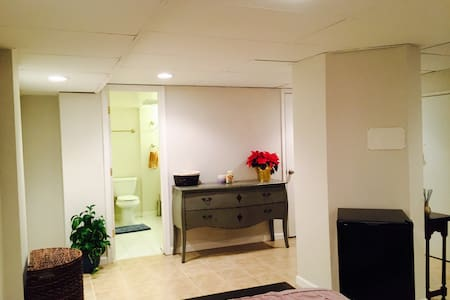 Private Suite/Entrance w/bathroom
