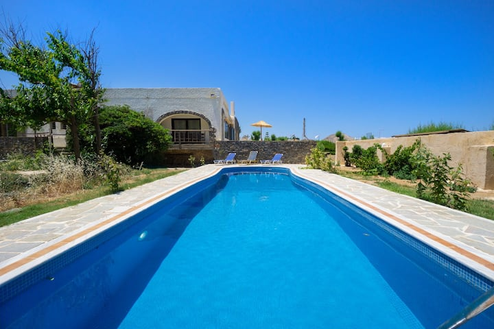 Villa Elsa, beachfront, 3 BD, 3 BA, private pool!