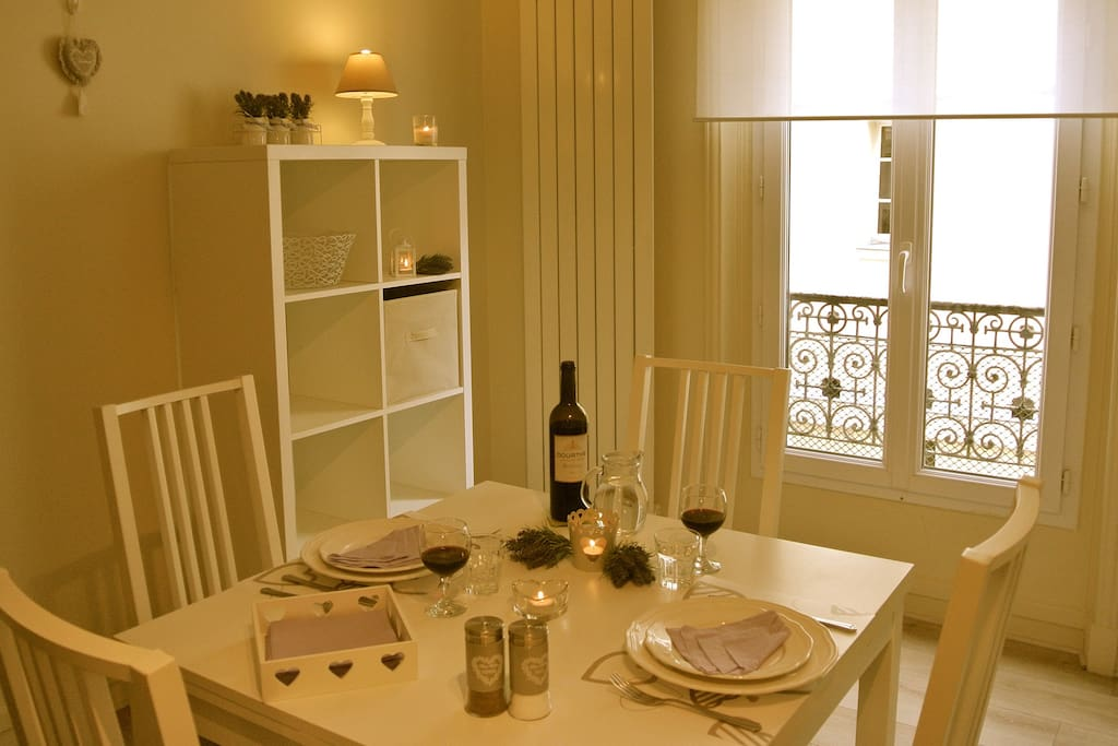 Dining area with extensible table...