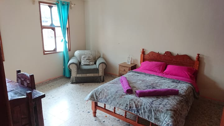 Large En-Suite Room,Shared Terrace,in the Centre