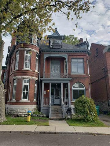 12 Bedroom Heritage Home at the edge of Queens/KGH
