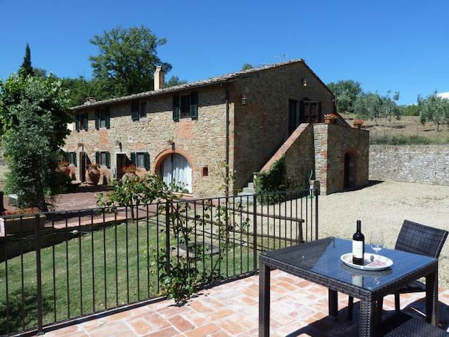 Farmhouse with stunning view, private garden&pool - Cavriglia - Maison