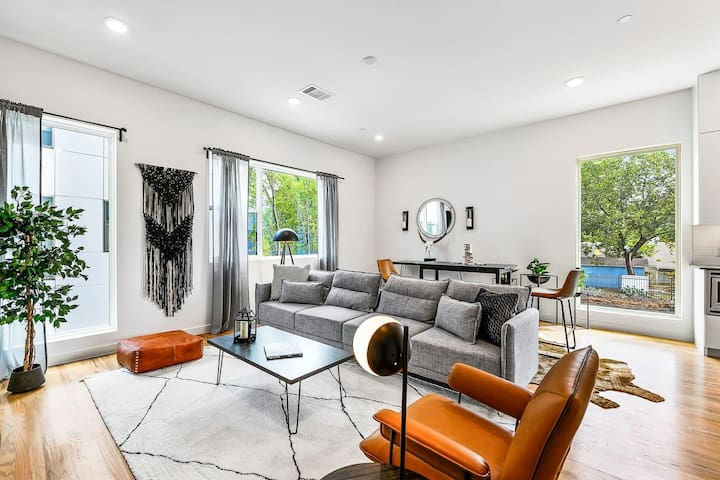 JURNY | Bishop Arts District | Stunning 2bd