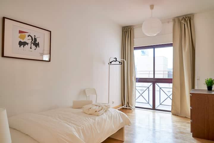 ★ Campo Pequeno Avenue ★ Lisboa City Center Room 2