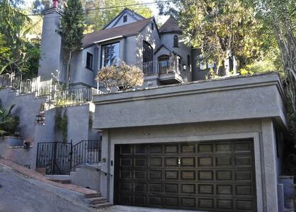 Rock + Roll Museum in Hollywood Hills Castle - Los Angeles - House