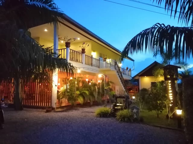 Bed & Breakfast to- co, Sichon. The place to stay.