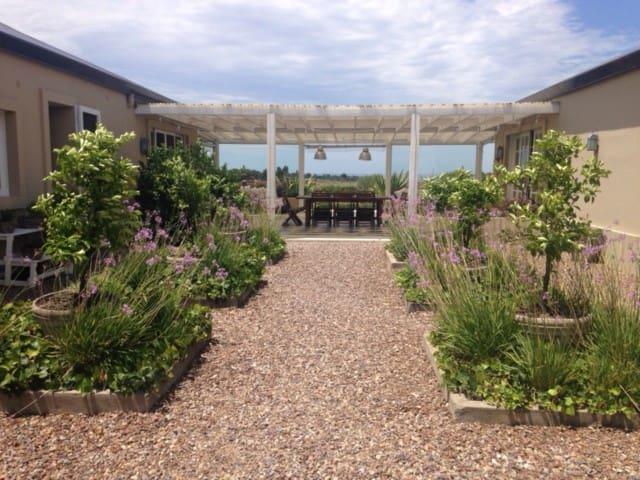 Habitacion privada en casa de campo - La Barra - Villa