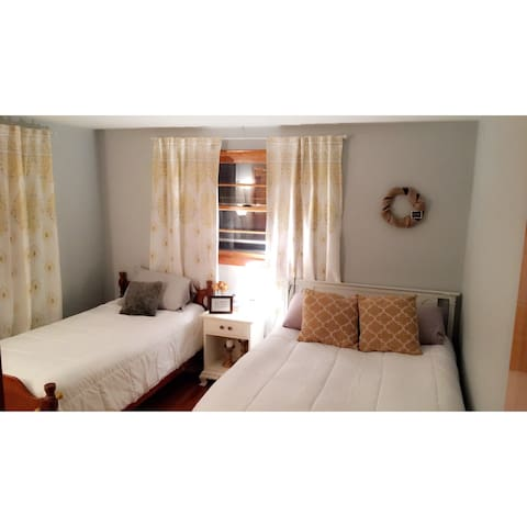 Bright Renovated Private Bedrooom - Syracuse - Dom
