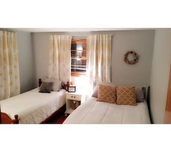 Bright Renovated Private Bedrooom - Syracuse - Rumah