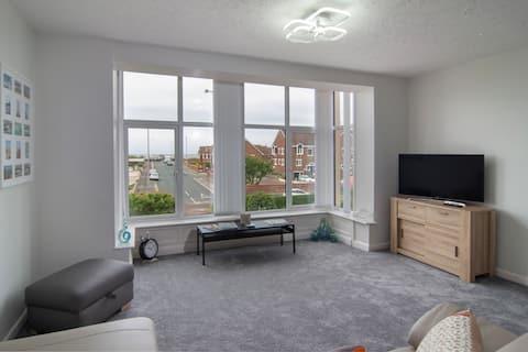 Sea view apartment close to the beach & golf club