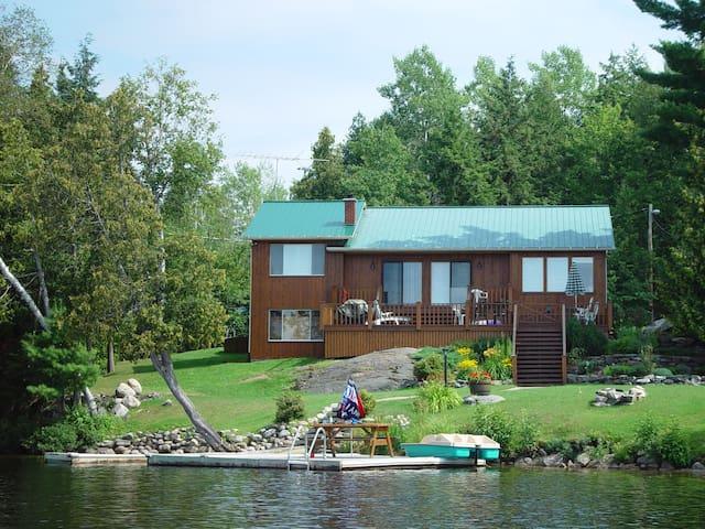 Johnsons Lake Cottage with Hot Tub - Ladysmith