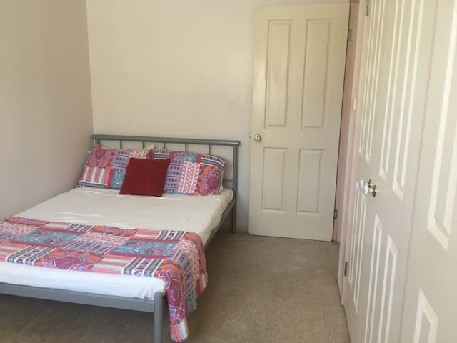 Double Room ..1 min walk to the beach. Sandy Beach