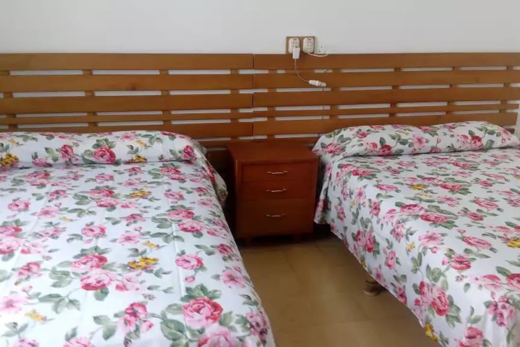 Doppel-Zimmer 2 mit 2 doppel Betten