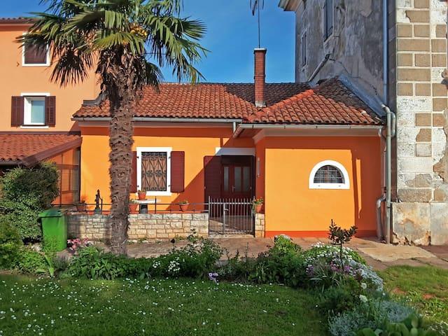 Kuća Vanio - Seget - Casa