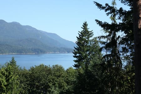 Beautiful Log Home with Ocean Views - Sechelt - Talo