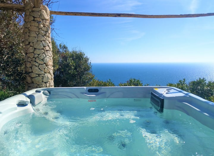 Villa with heated outdoor jacuzzi and 180° sea view
