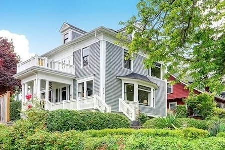Private Suite/Bath/Kitchen in Lovely Historic Home - Tacoma