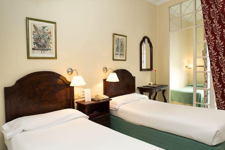 Triple Room - City Centre - Sevilla - Bed & Breakfast