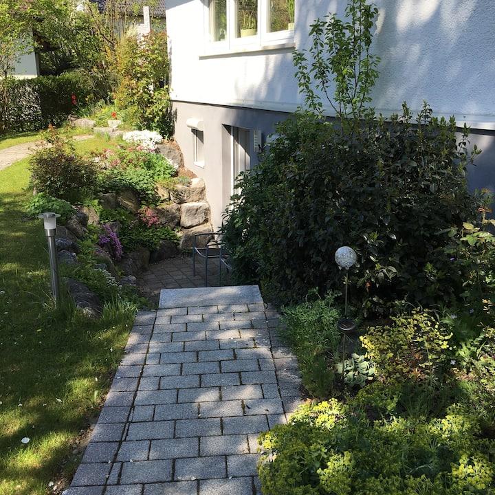 Luxuriöses ruhiges Apartment mit stilvollem Garten