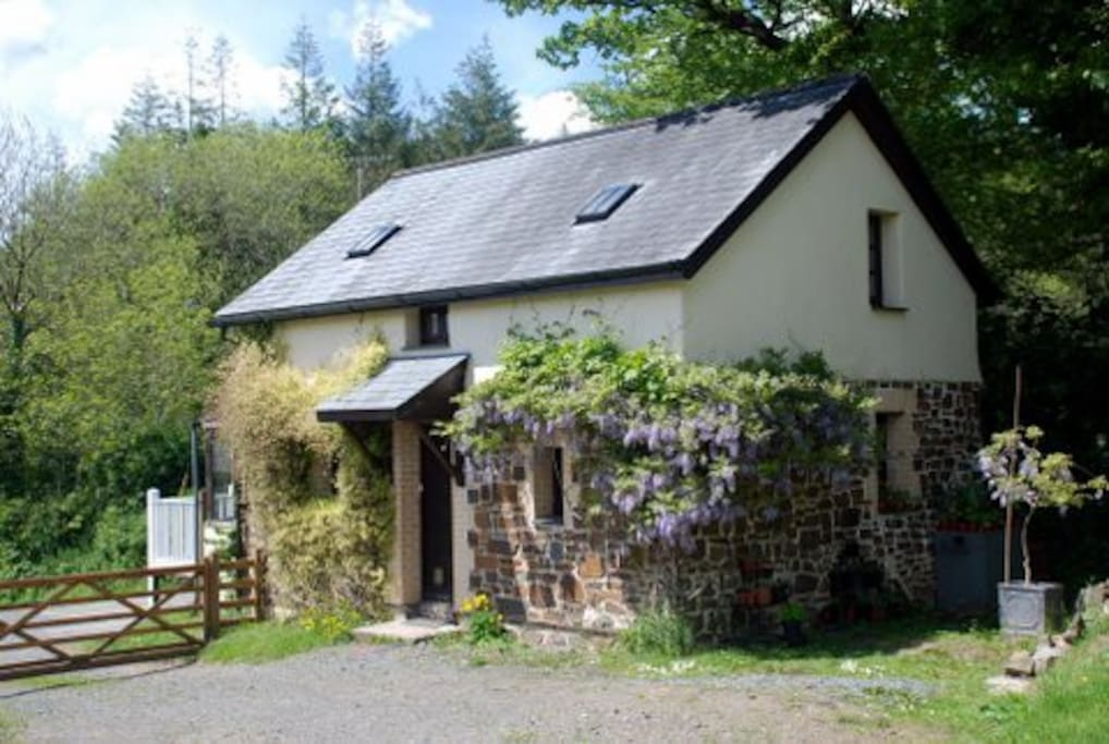 The parking area is directly out side the front of the cottage so when you arrive you can park up and unpack with ease. Bins are located around the back of the cottage to the right of this picture