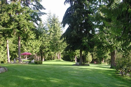 Separate (from home) studio apt - private entrance - Port Ludlow - Guesthouse