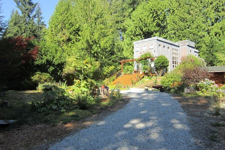 Art House:Romance&Comfort in Nature - Roberts Creek - Bed & Breakfast