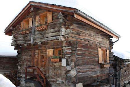 Walliser Chalet & Chalet Valaisan - Albinen - Dağ Evi