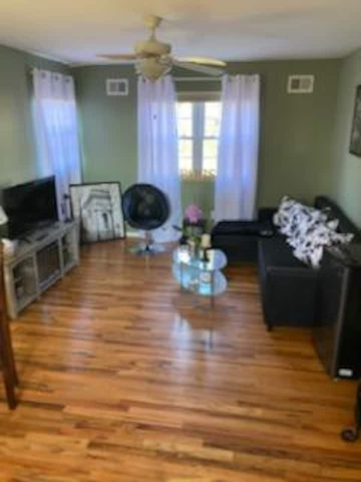 *NYC Living! One Bedroom Apartment Close To All!