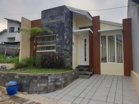 Villa Puncak Garuda E3