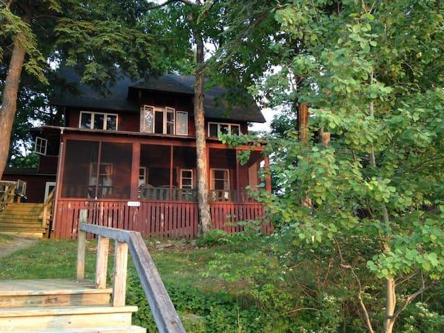 1000 Island Cottage, FamilyFriendly, Channelside