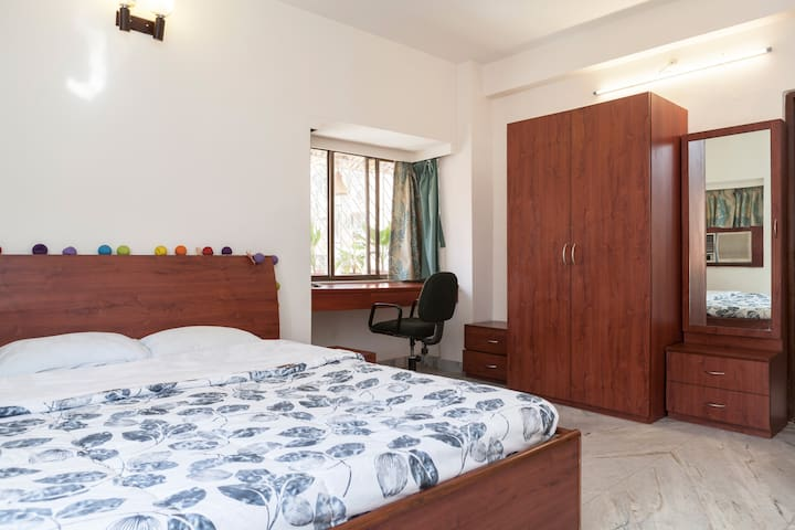 Quiet & Breezy Home in Ballygunge