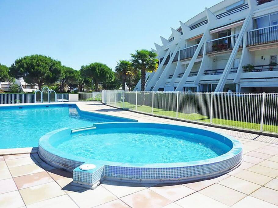 T2 cabine pr s des commerces calme et piscine apartments for Piscine grande motte