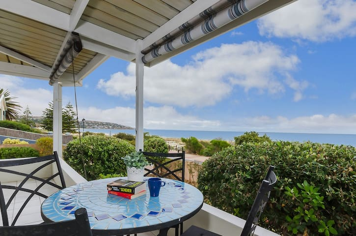 Seacrest Villa - Beachfront - South Brighton