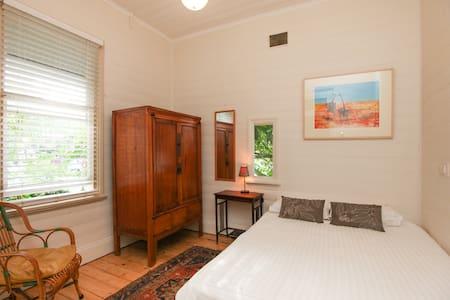 Sunny room in leafy Greenwich House - Greenwich