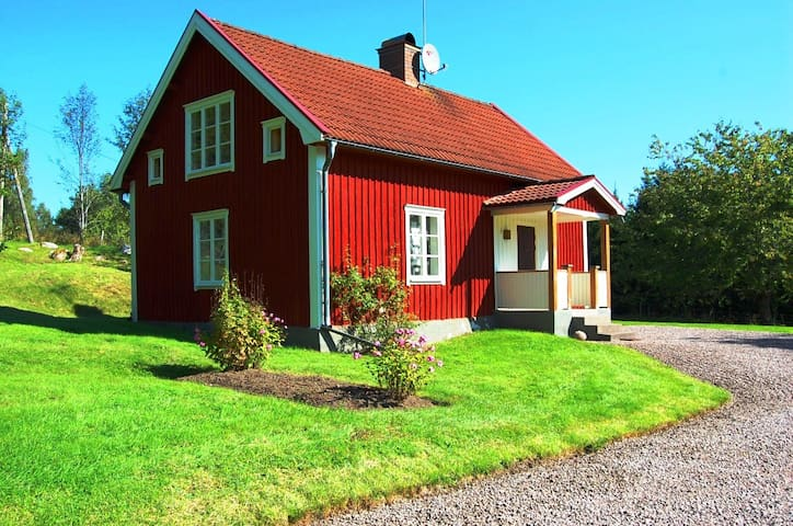 Cottage near the lake Sommen on the countryside - Ydre  - Casa