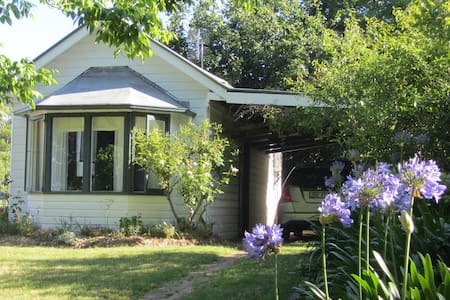 The Gardener's Cottage - Moss Vale