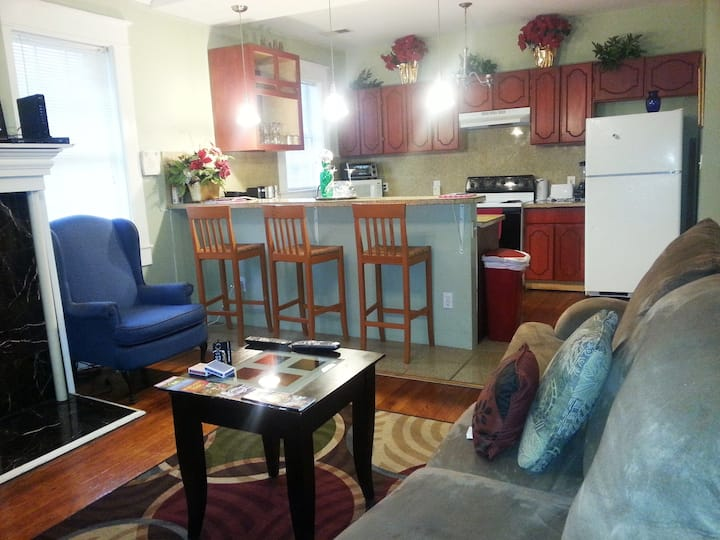 AWESOME 3 BEDROOM HOME NEAR  DOWNTOWN