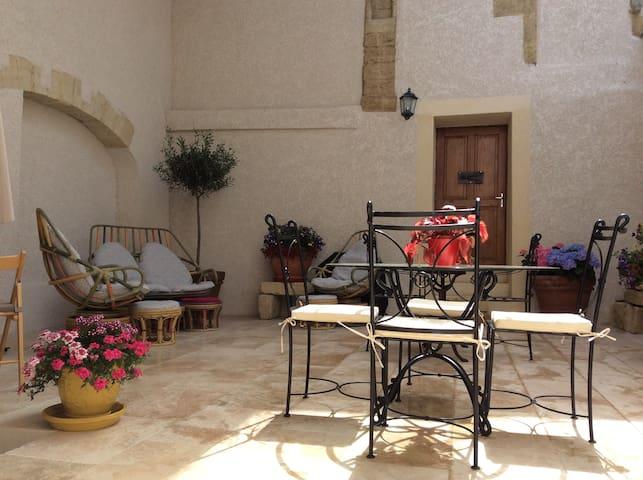 """Gîte en petite Camargue   """" Chez Remyette  """""""