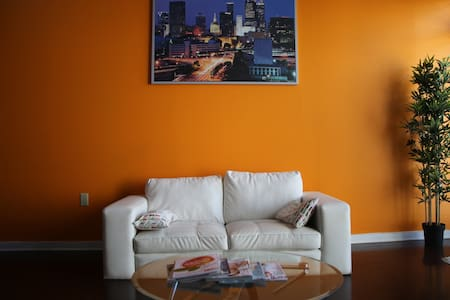 THE ORANGE WALL - Atlanta - Loft