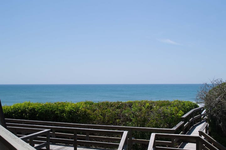 Beautiful 4BR/4BA Oceanfront Condo - Pine Knoll Shores - Apartament