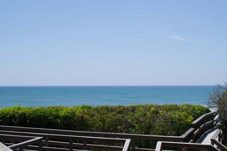 Beautiful 4BR/4BA Oceanfront Condo - Pine Knoll Shores - 公寓