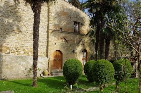 Dormire in un'antica torre medievale.
