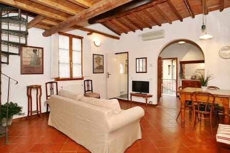 Historic centre, cozy loft/studio close Station - Firenze - Loft