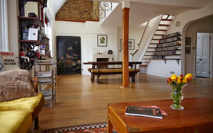 Large & sunny loftstyle 2 bed apartment + terrace