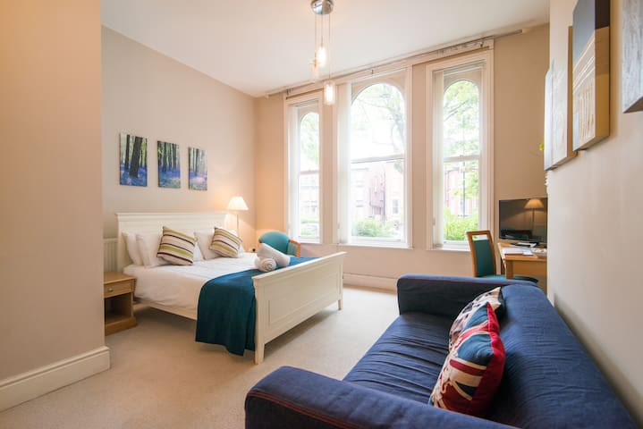 Victorian House Apartment - Liverpool - Apartment
