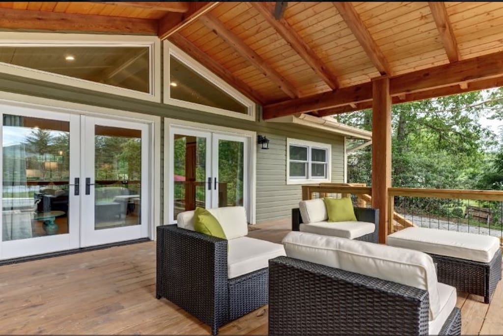 Double french doors open onto the upper deck furnished with comfortable outdoor seating for beautiful mountain views.
